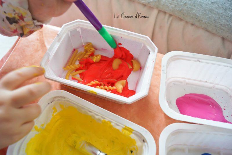 activité manuelle, cadre décoré avec des pâtes. peinture, idée cadeau fêtes des mères, enfant