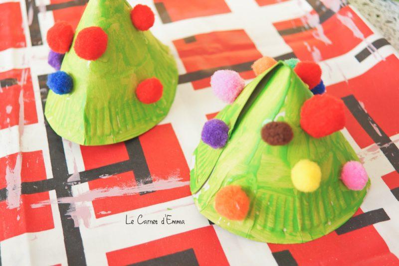 activité manuelle, sapin en carton, pompons, noël, DIY, christmas