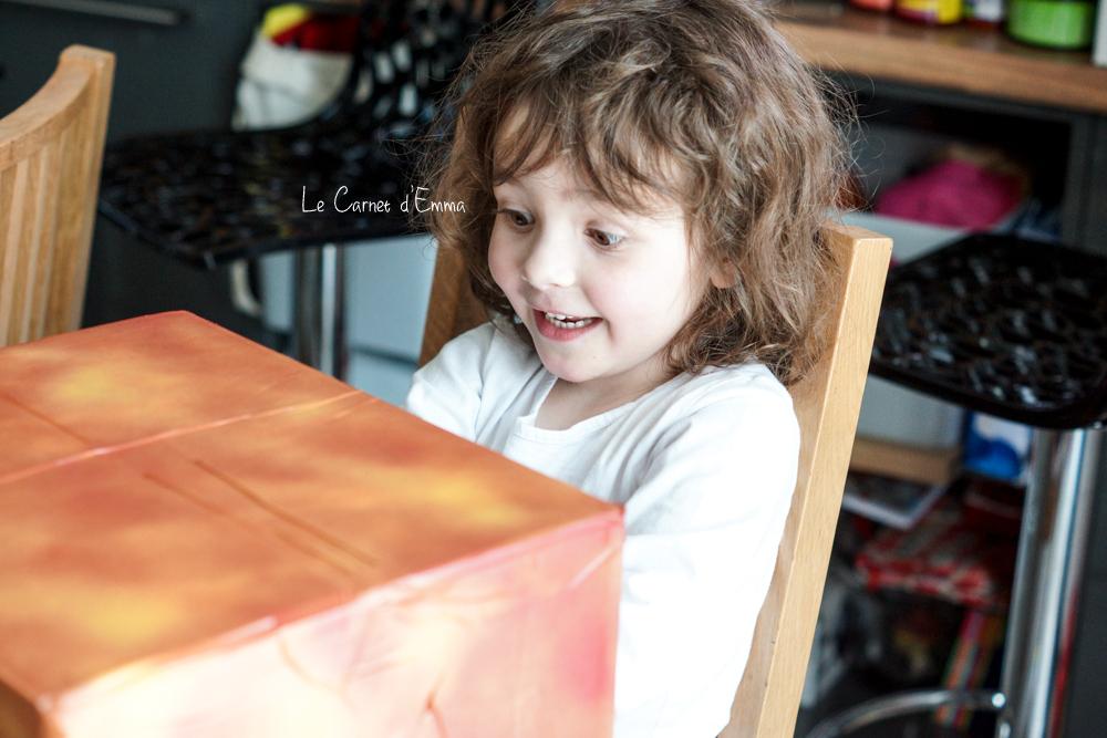 DIY d'une boîte mystère pour faire des activités avec les enfants