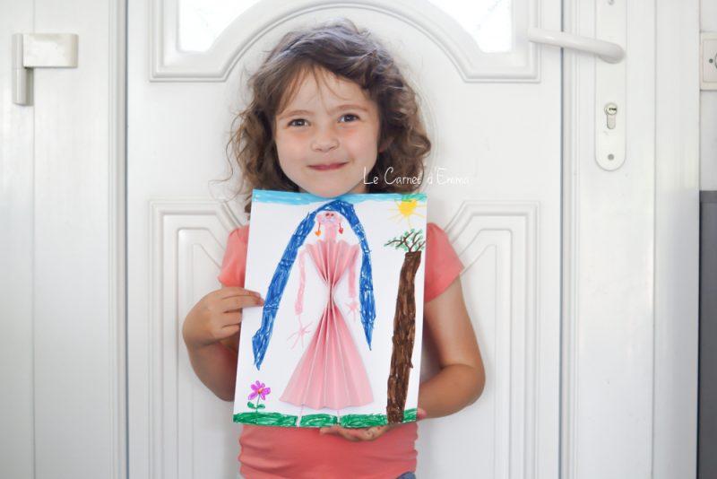 activité manuelle, dessin de princesse avec une robe en éventail