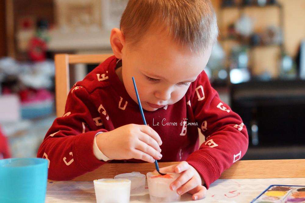 activité manuelle autour de l'hiver Peinture sur des glaçons Peindre sur de la glace Activité enfant à partir de 1 ans. Activité sensorielle