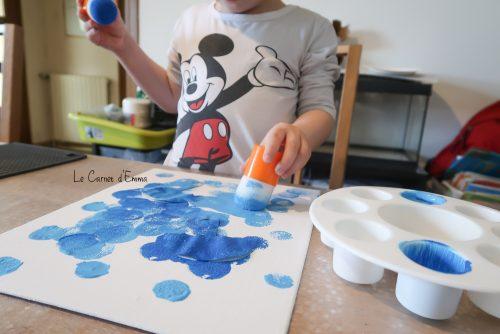 Activité manuelle Activité créative Peinture et pochoir autour du thème de la pluie, de la météo. Enfant à partir de 2 ans