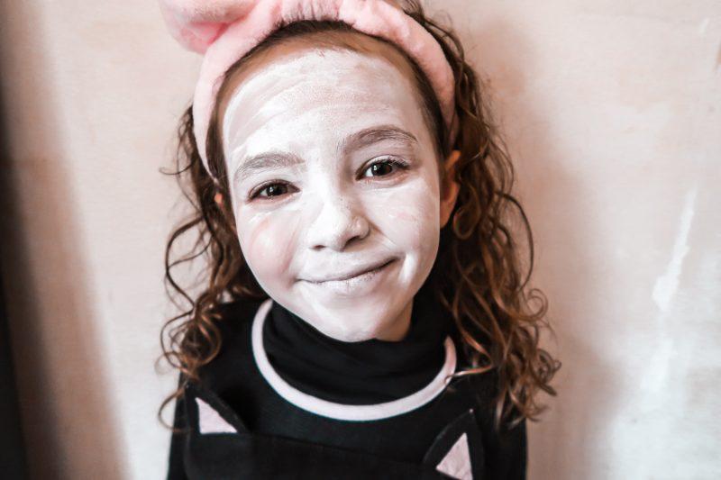 Tuto maquillage pour Halloween à faire avec les enfants