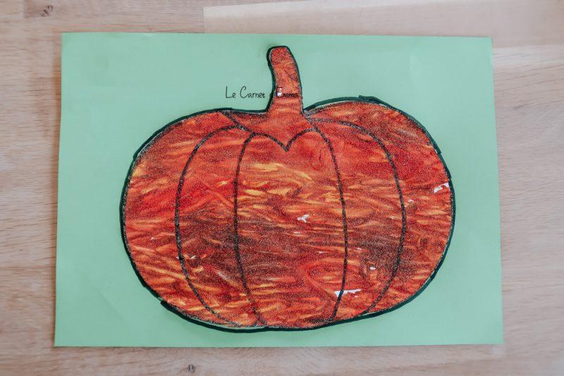 Une idée d'activité manuelle et créative sur le thème de l'automne à faire avec les enfants plus grands et plus petits. Peinture automnale d'une citrouille avec des marrons