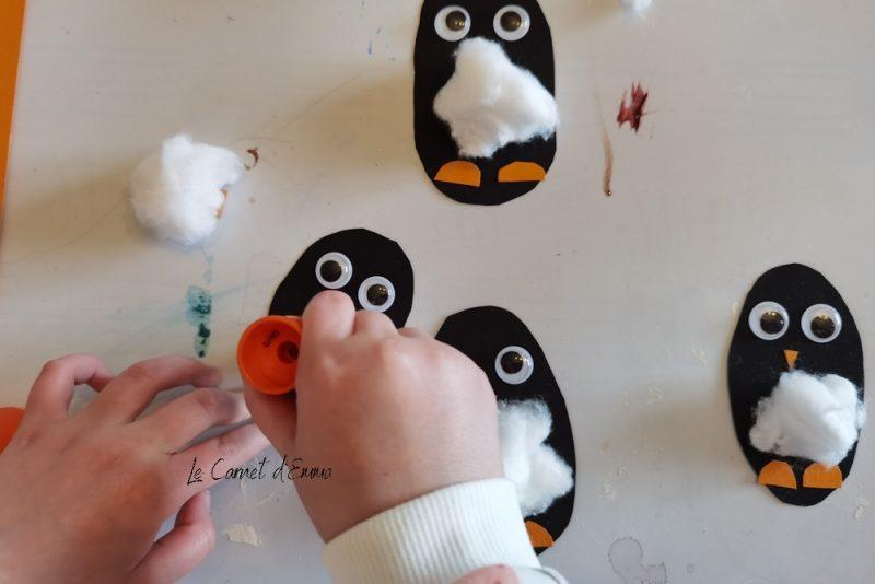 Activité manuelle sur le thème de l'hiver à réaliser avec les enfants plus petits ou plus grands. Activité créative et bricolage maternelle avec du coton et du collage.