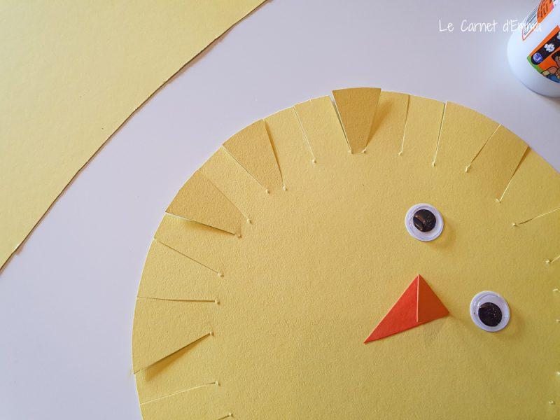 étape activité manuelle poussin jaune