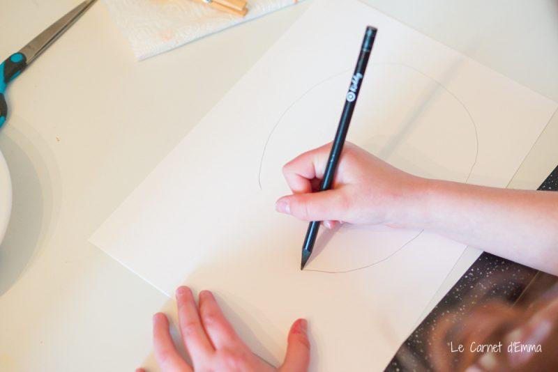 On dessine les poissons sur la feuille blanche