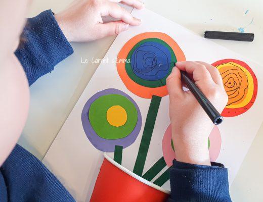 activité manuelle pour les enfants. Création d'un bouquet de fleurs avec un gobelet et des feuilles en papier colorées. Activité colorée et fun sur le thème du printemps