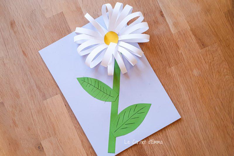 activité manuelle pour les enfants. Création d'une fleure, une marguerite , avec du papier. Activité découpage et collage. Activité colorée et fun sur le thème du printemps